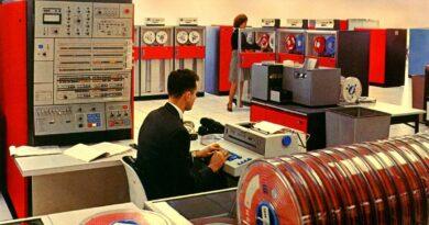Historický vývoj počítačů - dělení počítačů podle generací